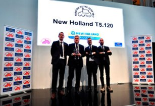 New Holland Agriculture accepts the Best Utility title for the T5 120 CNH industrial